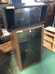 タンス(ワードローブ)×2、4人用ダイニングセット、その他家具を業者様より買取させていただきました