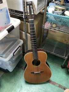 食器・ぬいぐるみ・ギターを鶴見区のお客様から買取させていただきました
